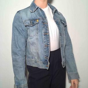 Otroooligt fin jeansjacka från crocker! Ordinarie pris: 600kr