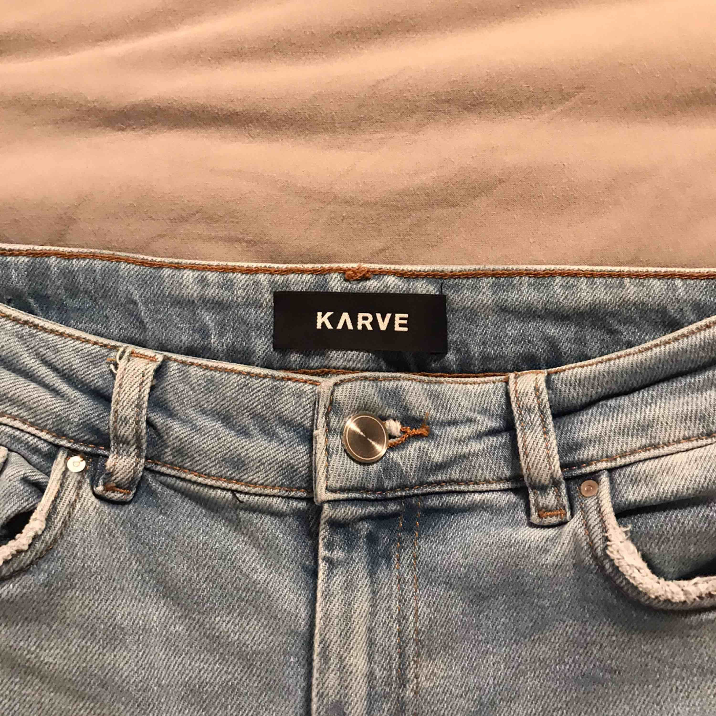 Högmidjade tajta skinnyjeans från Karve :) aldrig använda förut! <3 ordinarie pris: 700kr. Jeans & Byxor.