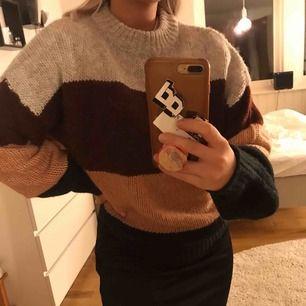 Aldrig använd stickad tröja från lager 157. Kommer inte till användning:( nyskick! Köparen står för frakt (swish)