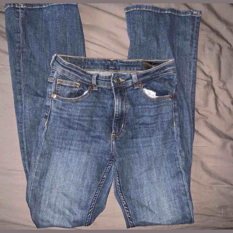 Utsvängda jeans köpa från monki  Möts upp i Stockholm city och Nacka, annars står köparen för frakt:). Jeans & Byxor.