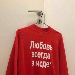 tröja från monki med rysk text! fraktar inte men möts upp i stockholm 🥰