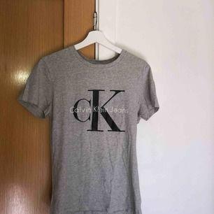 T-shirt från Calvin Klein storlek S, helt oanvänd.