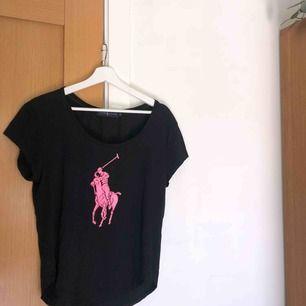 T-shirt från Ralph Lauren i storlek S.