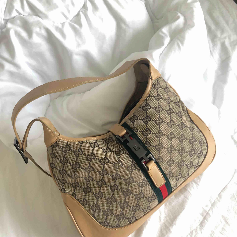 VINTAGE GUCCI, axel/ handväska. (Högst bud ifall många är intresserade). Väskor.