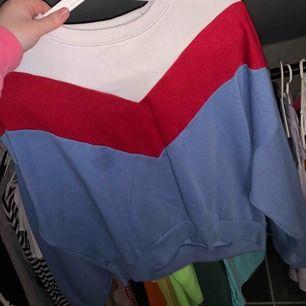 Väääldigt fin knappt använd tröja från h&m. 70kr+ca 40kr frakt.