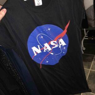 NASA tröja, använd max 5gånger. As ball. 50kr + ca 40kr frakt.