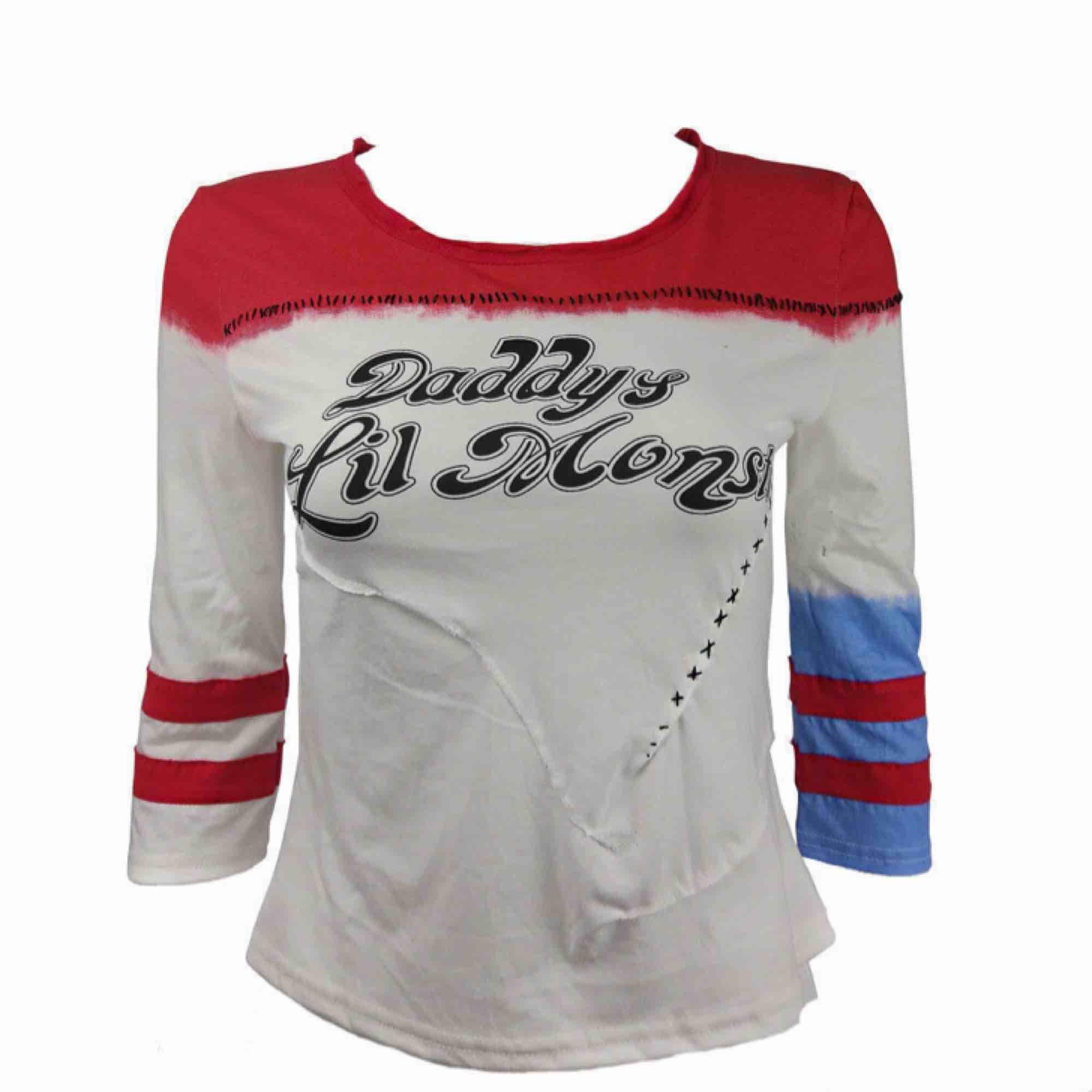 Harley Quinn tröja, köpt från nätet men är bra kvalitet förutom att tyget är rätt så tunt. Väldigt detaljerad och passar perfekt till halloween eller cosplay. Säljer för 80 kr + frakt ♣️♦️. Kostymer.