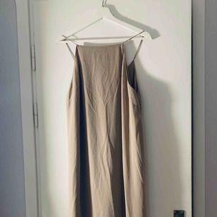 Beige/rosa klänning från ASOS, strl 40. Använd 1 gång
