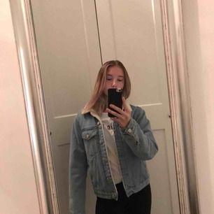 Supersnygg Teddy jeansjacka från bikbok Använd Max 2 ggr