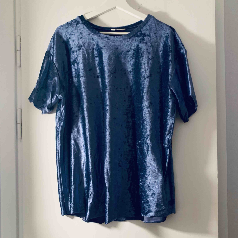 Blå velvet tröja från Cubus i strl XL. Toppar.