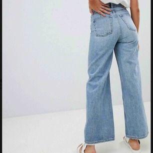 Jättesnygga jeans från weekday i modellen Ace, köpt för 500 kr och knappt använda då de är för stora för mig. De är i storlek 27/30 men skulle nog passa en/två storlekar större också. Skriv om du har några frågor!