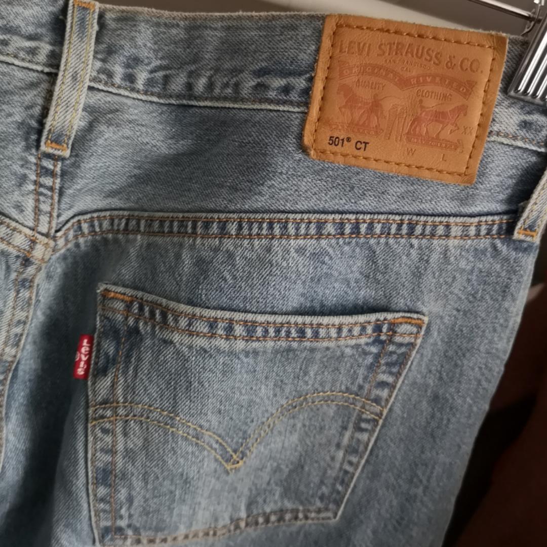 Storlek s/M. Helt nya 501 Levi's byxor! Köpta på en Levi's butik förra året! Högmidjade. Passar inte mig så kan inte visa med de på! Nypris 1200kr. Frakt ingår 💘 Har lagt upp massa nytt och oanvänt nu så kolla igenom resten av min sida om du hittar något mer! 🌺 . Jeans & Byxor.