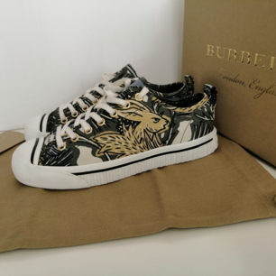 Burberry Women trainers, very good condition,        dustbag+original box, inside is Leather,                           size 36.5, insole 23.5cm, write me for more info