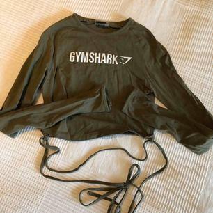 Helt slutsåld långärmad top från Gymshark storlek S. Knappt använd pga fel storlek. Jättefint skick!