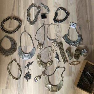 Diverse halsband, alla för 75kr