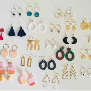 REA!!🥳 Handgjorda örhängen, alla är nickelfria och dom flesta går att få både i silvriga och guldiga detaljer. Endast 40 kr paret!✨  Frakt 9 kr, samfraktar alltid.