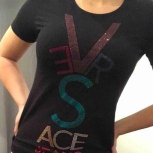 Äkta Versace tröja, aldrig använd. Fick den i present, ny kostar den runt 1700kr
