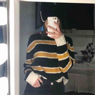 Väldigt mysig stickad tröja från HM. Köpt förra året och sparsamt använd, säljer pga använder den aldrig :( 💞
