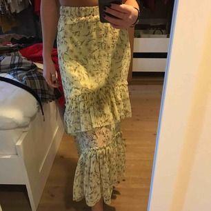 Super fin kjol från Ginatricot💕 Den är ganska stretchig så den passar på en 34-38 skulle jag säga❤️