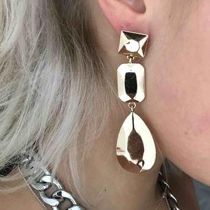 Super fina örhängen från H&M i guld💚