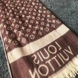 Louis Vuitton halsduk i fint skick