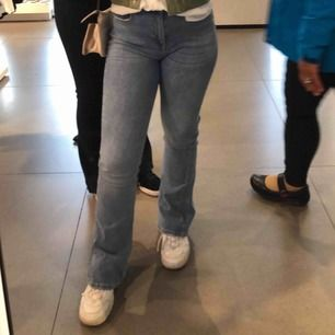 Blåa bootcut från Gina tricot, frakt ingår i priset