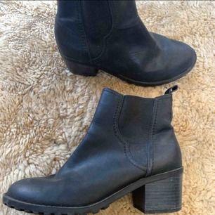 Från din sko! Legat i sko garderoben!storlek 38 Frakt tillkommer 105 kr ca