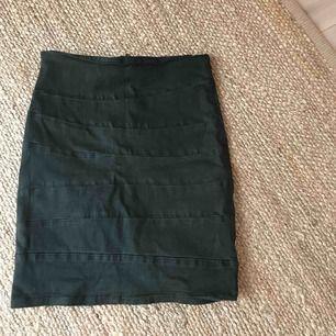 Sjukt fin kjol men har tyvärr aldrig fått användning av den så säljer den pga det, alltså väldigt bra skick