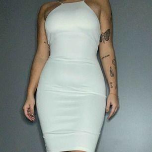 Halterneck klänning använd vid ett tillfällw