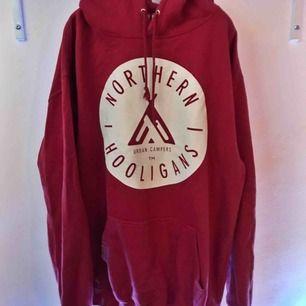 Stor, rymlig hoodie ifrån Northern Hooligans. Köpt ifrån Ridestore.se (699kr) - använd ett par gånger men utan större slitage. Frakten är inräknad i priset