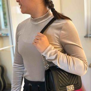 JÄTTE snygg tröja från Gina! Frakt tillkommer💗