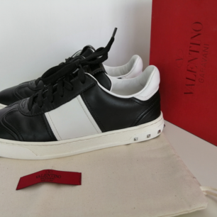 Valentino Garavani sneakers, like new, worn twice, 100%authentic, dustbag and original box,                       size 37, insole 24cm, write me for more info and pics :)