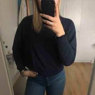 Sweatshirt från weekday, mörkblå och mycket härlig!