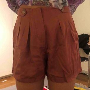 Brun färgade shorts från primark, oanvända. Köparen står för frakten