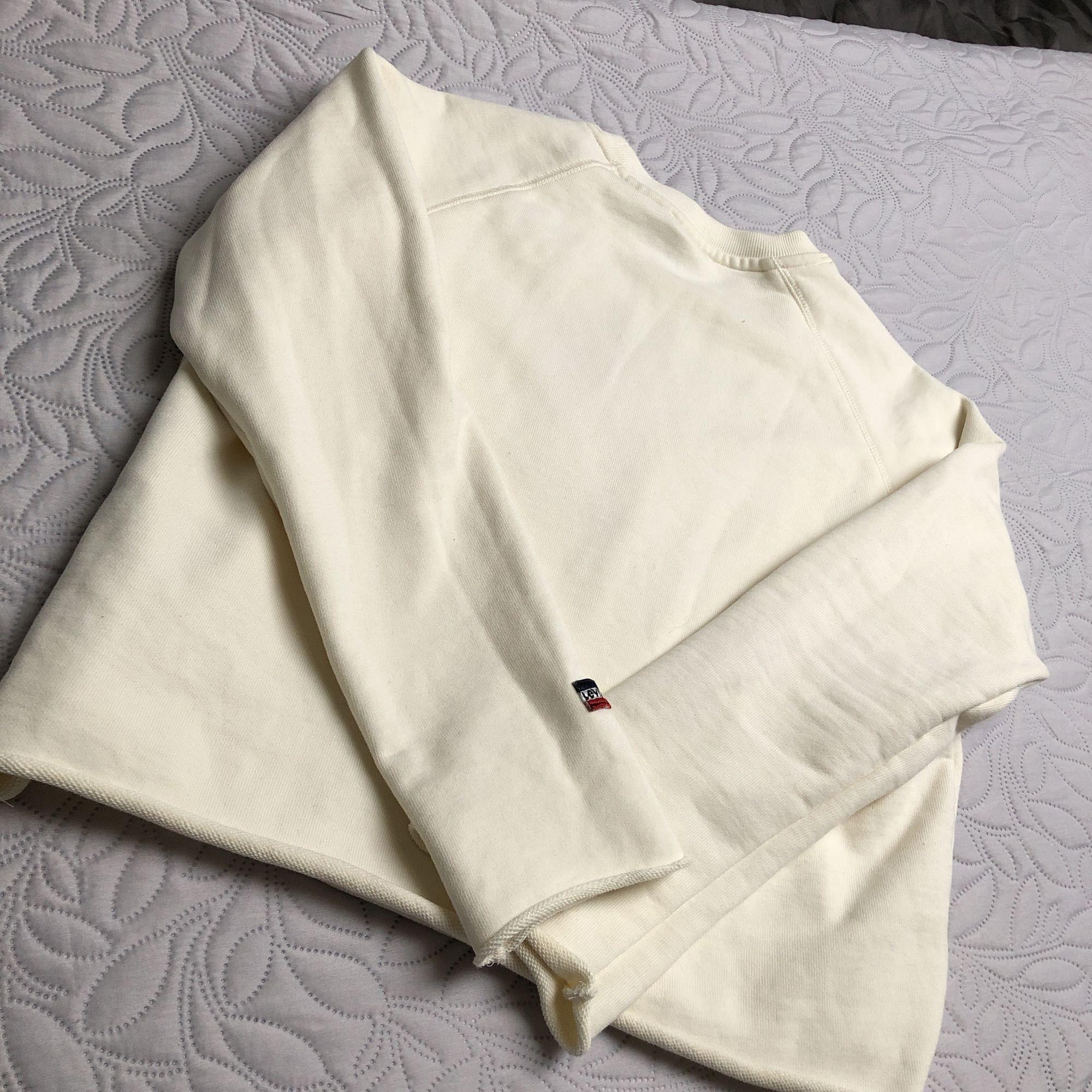 Oanvänd tröja från Levi's stl M🌸. Huvtröjor & Träningströjor.