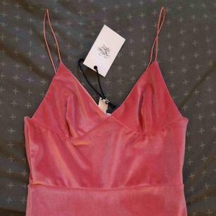Rosa klänning Ny klänning från rebeccastella  Storlek XS Pris 150 kr