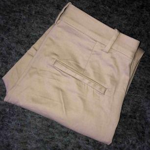 Beiga byxor från H&M, använda 2-3 gånger! Bra passform och mycket sköna!