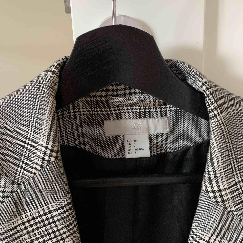 Assnygg blazer från HM, jättefin men kommer tyvärr inte till användning längre 💞. Kostymer.
