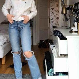 Bootcut jeans från Levis, säljer pga försmå. Jag är 167 och de sitter på mig som på bilden☺️ Jättefin färg och skön passform. Frakt tillkommer!