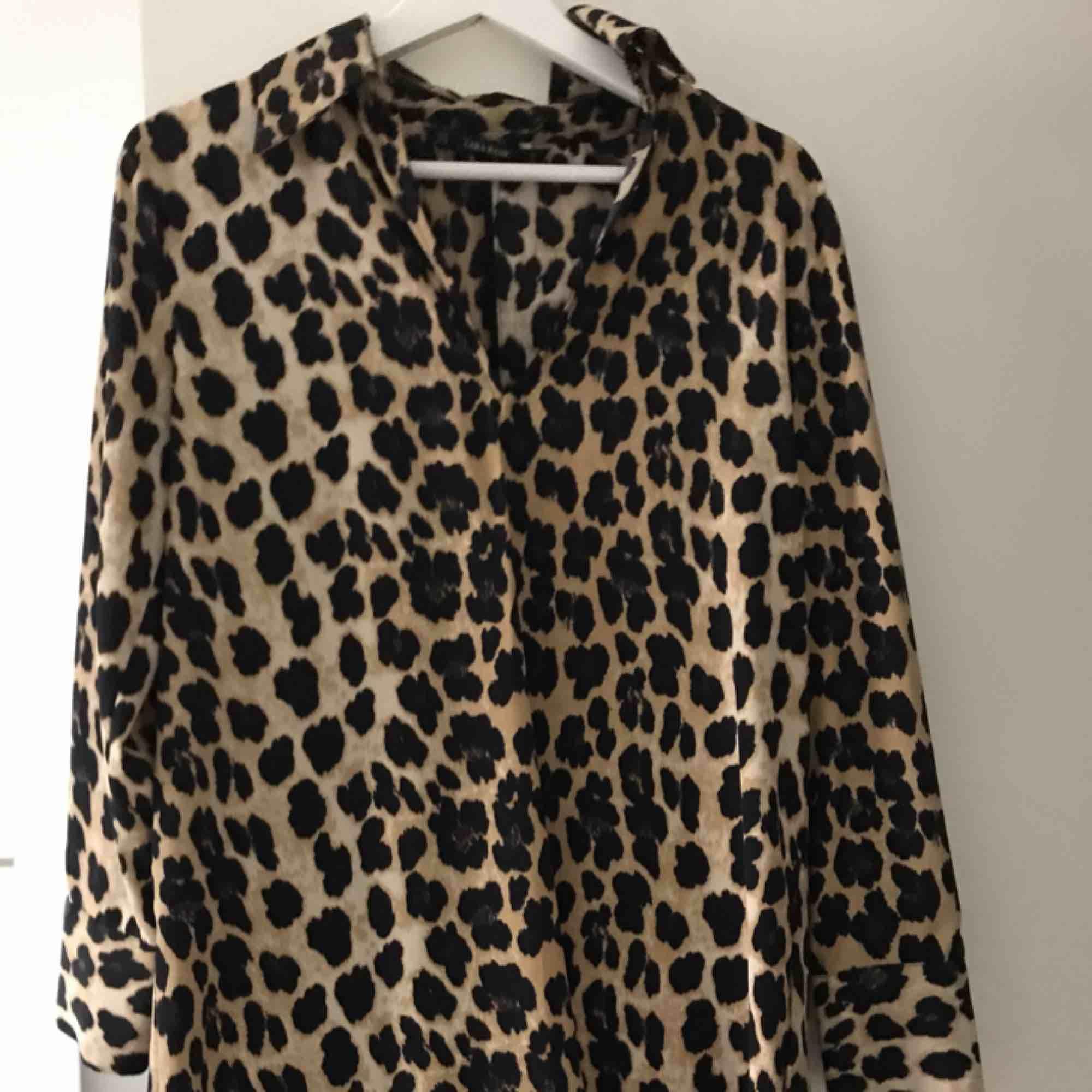 Passar även som S då det är en klänning  Endast använd en gång  Kan mötas upp i Stockholm eller frakta . Klänningar.