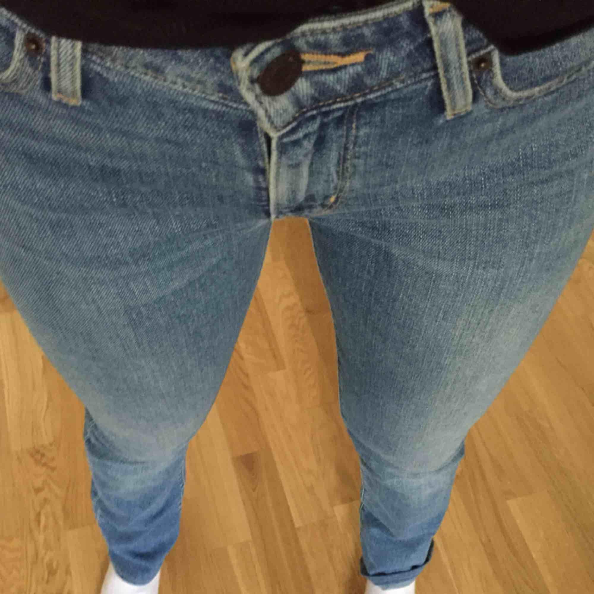Perfekta levis jeans, säljer pga ingen användning längre  Kan mötas upp i Stockholm eller frakta . Jeans & Byxor.