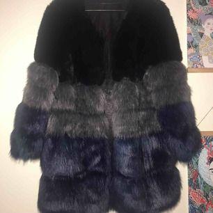 (Fusk)pälsjacka från Chiquelle! Aldrig använd. Kan mötas upp i Malmö/Lund - alternativt posta då köparen står för frakten!🐻