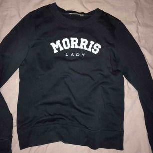 En Morris tröja i marinblå, använd ca 2 ggr. Köpare står för frakt