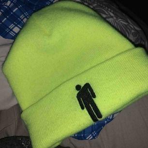 Neon grön/gul billie beanie köpt från hennes konsert.