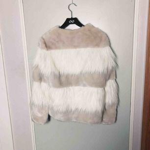 Supersöt fuskpäls från Zara, ljusrosa/vit