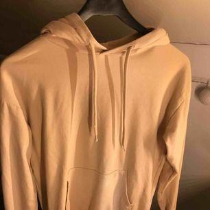 en beige basic hoodie från Cubus!! Storlek S, inte jätte använd
