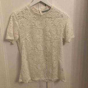 Fin vit spets tröja från Copenhagen Lux. Använd fåtal gånger. Frakt ingår
