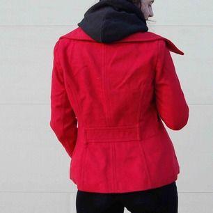Supersöt jacka från Zara! Knappt använd så i fint skick🍁