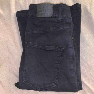 Bootcut jeans från Gina tricot i strl XS.