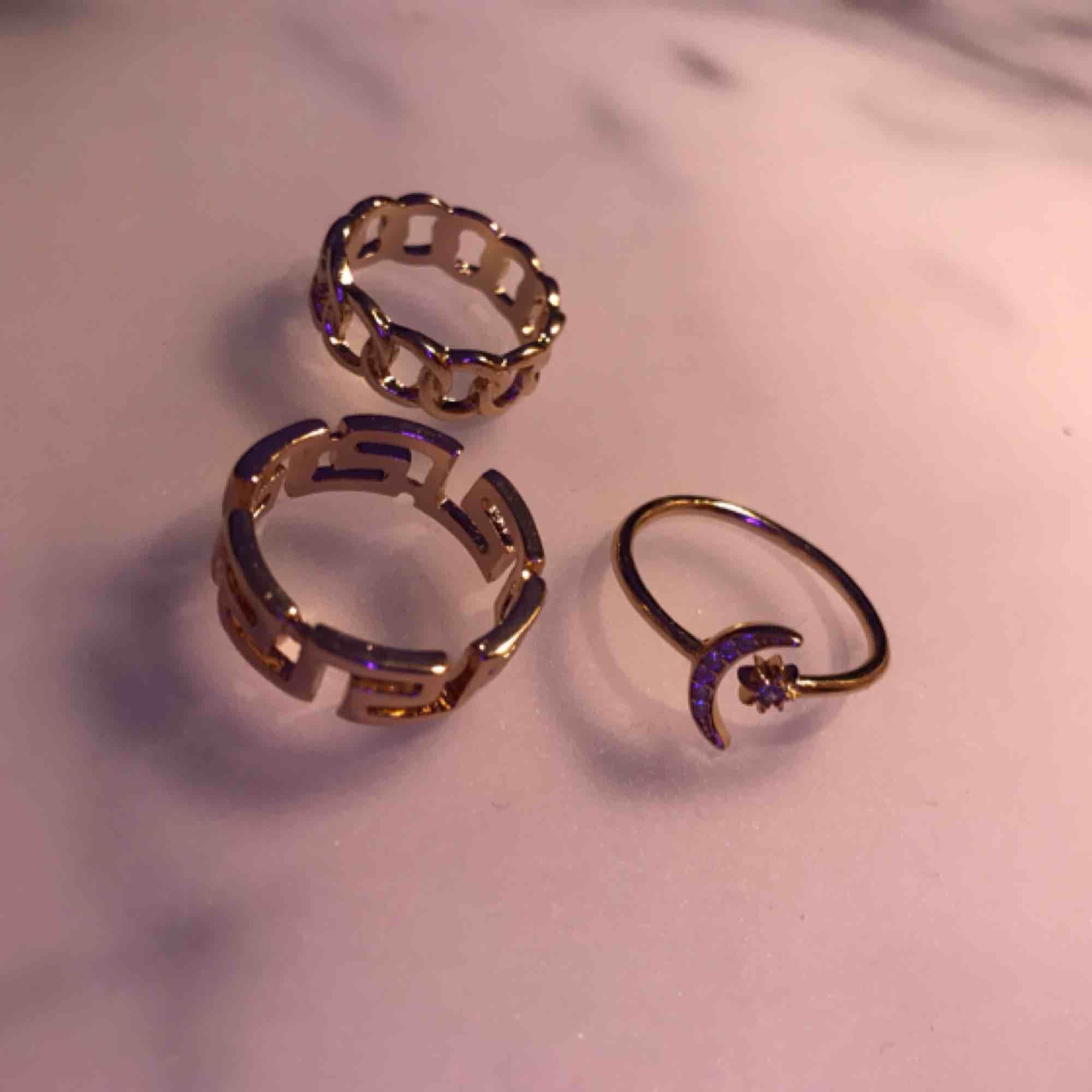 Tre jätte fina ringar i guld! alla för 70👌🏻💕💕. Accessoarer.